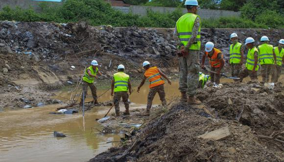 Militares usaron diversas herramientas para desmontar los caminos ilegales (Foto: Ejército del Perú)
