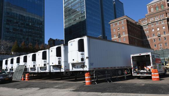Las autoridades de Nueva York optaron por la instalación de depósitos de cadáveres móviles para hacer frente a la crisis provocada por el COVID-19. (Foto: AFP/Angela Weiss)
