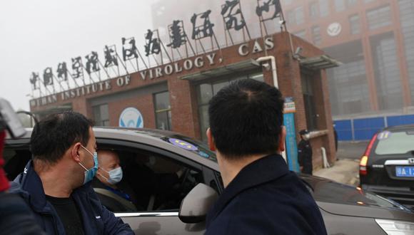 El equipo de la Organización Mundial de la Salud (OMS) que investigó el origen del coronavirus COVID-19 llegó al Instituto de Virología de Wuhan el 3 de febrero de 2021. (Foto de HECTOR RETAMAL / AFP).