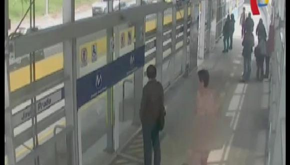 Metropolitano: Hombre desnudo se paseó en un bus [VIDEO]