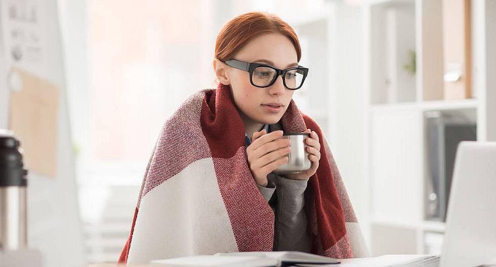 Aire acondicionado muy frío reduce productividad de las mujeres