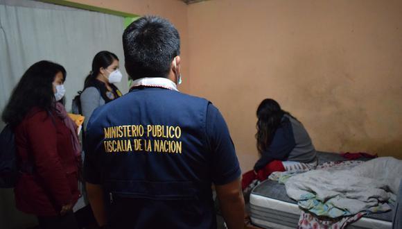 El día de la intervención a una de las viviendas donde tenían a las menores en cautiverio. (Foto: Ministerio Público)