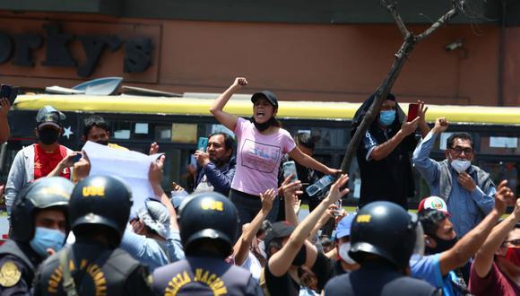 Manuel Merino renunció a la presidencia y a las afueras del Congreso celebraron. Foto: GEC