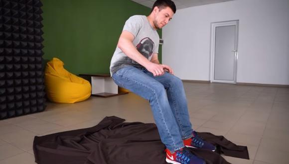 Un ingeniero explica cómo hacer la pieza para el truco de ilusionismo de sentarse en el aire. (Foto: The Q / YouTube)