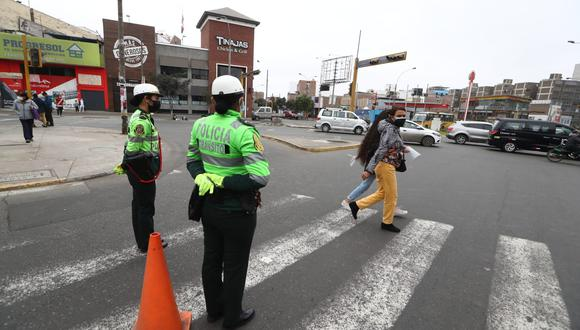La policía cerró la avenida Bolivia, en el distrito de Breña. Foto: Alessandro Currarino / @photo.gec