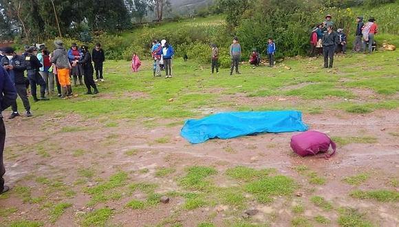 Ayacucho: una niña de 4 años, que también recibió la descarga eléctrica, recibe atención médica en el centro de salud de Vilcashuamán. (Foto: GEC)