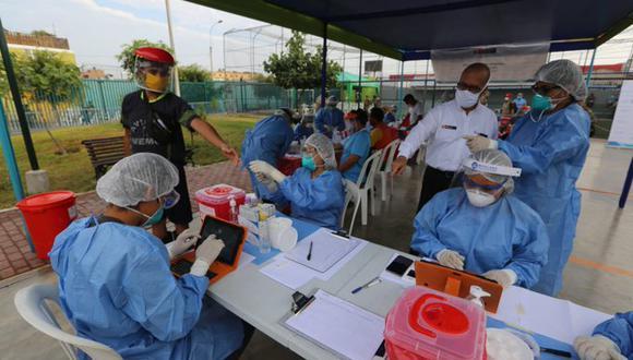 De los 631 comerciantes a los que se le aplicó la prueba de coronavirus (COVID-19) un total de 261 dieron positivo. (Foto Minsa)
