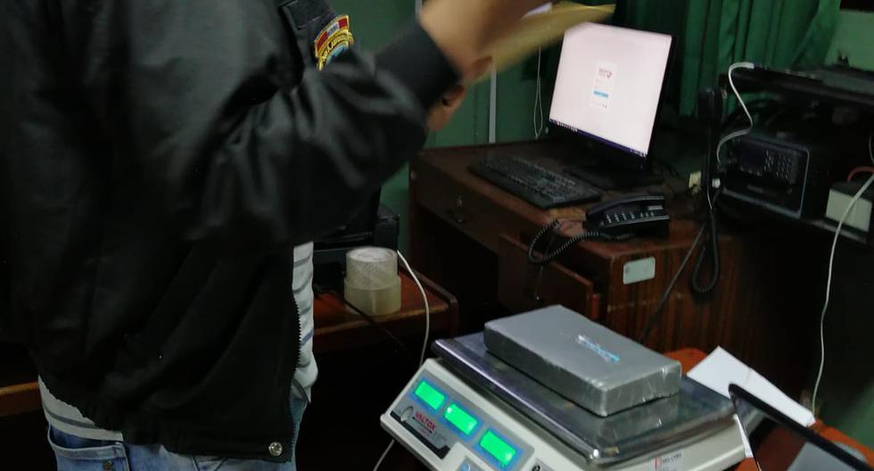 Agentes de la Dirandro realizaron el pesaje de la droga. (PNP)