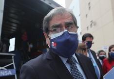 """Ministro Ugarte califica de """"absurdas"""" expresiones de Antonio Quispe sobre postergar vacunación de menores"""