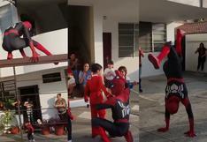 Imitador de 'Spider-Man' se vuelve tendencia por sus pegajosos pasos de baile en fiesta infantil