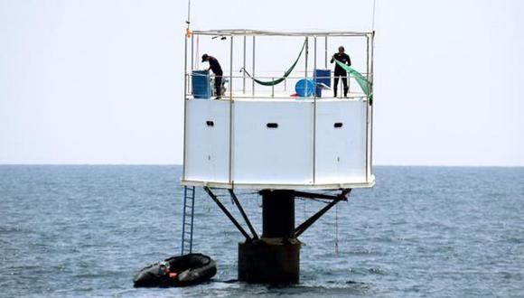 Pareja podría recibir condena de muerte por construir casa flotante en playa