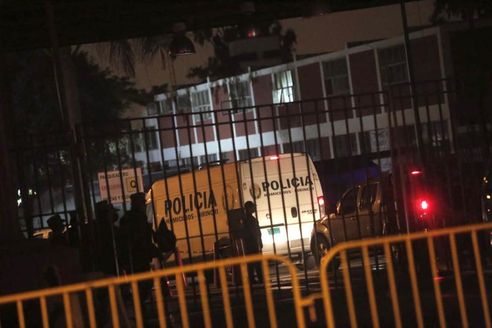 En el transcurso de la madrugada, los restos de Guzmán Reinoso fueron trasladados desde la morgue hasta el Hospital Centro Médico Naval del Callao. (Foto: GEC)