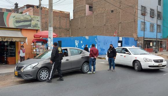 Víctor Manuel Piña al momento de su detención (de polo color guinda) en el Callao. (Foto:PNP)