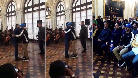 Luis Fonsi se emociona al ver cantar a Juan Diego Flórez en vivo │VÍDEO