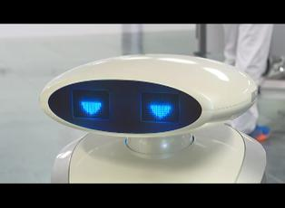 Robot limpia, canta en alemán y distrae a los pacientes covid-19