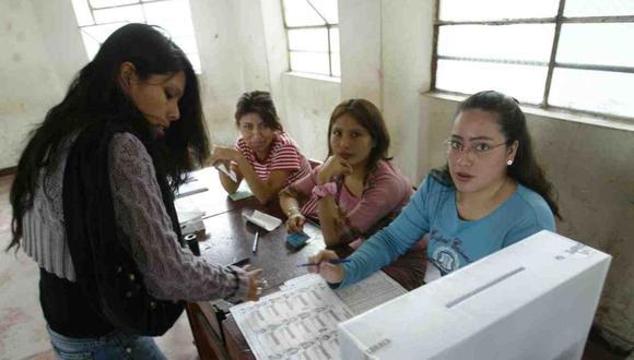 Los miembros de mesa serán priorizados pero no serán vacunados antes del 11 de abril, según Percy Minaya del Ministerio de Salud. (Foto: Andina)