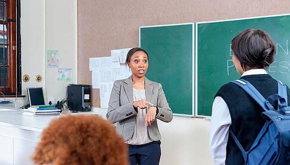 Llegar tarde a clases es señal que el alumno obtiene las mayores notas del salón