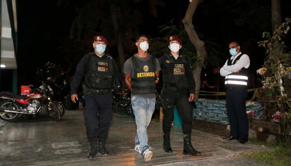 Agentes PNP del Escuadrón de Emergencia Norte capturan a dos delincuentes tras asalto a local de servicio técnico, en Los Olivos. (Foto: César Grados/GEC)