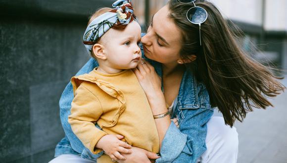 Los adultos suelen adaptar el lenguaje cuando hablan con niños pequeños. (Foto: Katie E / Pexels)