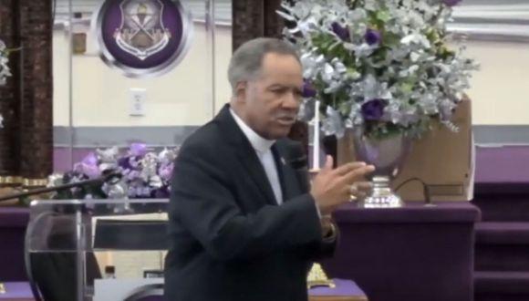 Gerald O. Glenn, en su último servicio presencial conocido, reunió a un gran número de personas en la Iglesia Evangelística New Deliverance de Richmond. (Foto: YouTube/Chris Da Crisis)