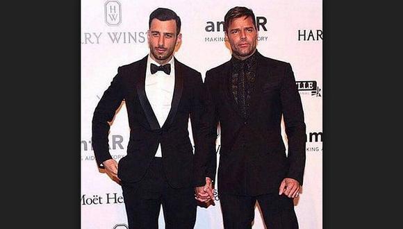 Ricky Martin se luce de la mano con su pareja en gala benéfica