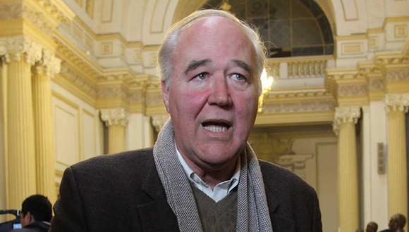 García Belaunde: Gobierno quiere asustar con cierre del Congreso