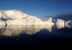 Ola de calor derrite a paso acelerado la capa de hielo de Groenlandia
