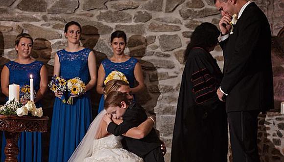 Novia dedica emotivo mensaje a su hijastro y a la ex novia de su esposo en plena ceremonia (VIDEO)