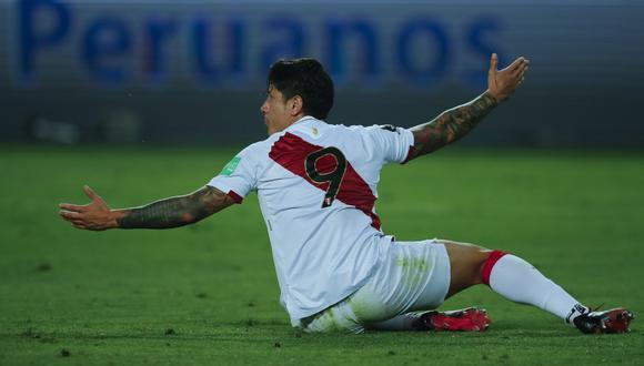 Peru's Gianluca Lapadula reacts during the closed-door 2022 FIFA World Cup South American qualifier football match against Argentina at the National Stadium in Lima on November 17, 2020. (Photo by Daniel APUY / POOL / AFP)