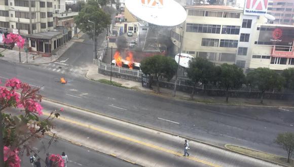 Usuarios registraron algunos ataques de los protestantes en Quito. (Foto: Twitter @carlosgurumendi)