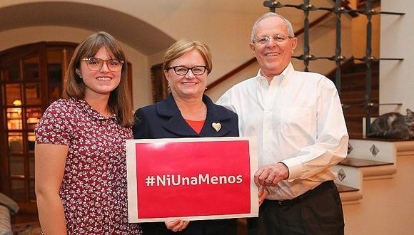 PPK se une a marcha #NiUnaMenos junto a su esposa e hija