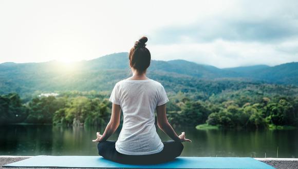 Natación, yoga y caminata son algunos de los ejercicios que recomiendan los expertos para reducir los síntomas de la enfermedad. (Difusión)