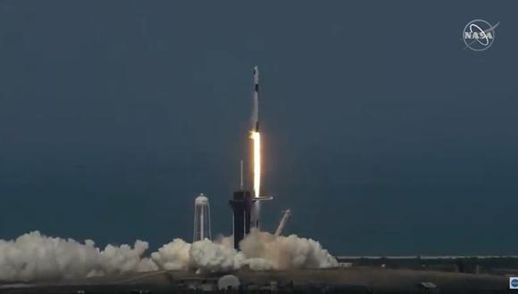 Despega cohete SpaceX con dos astronautas a bordo. (AFP / NASA TV).