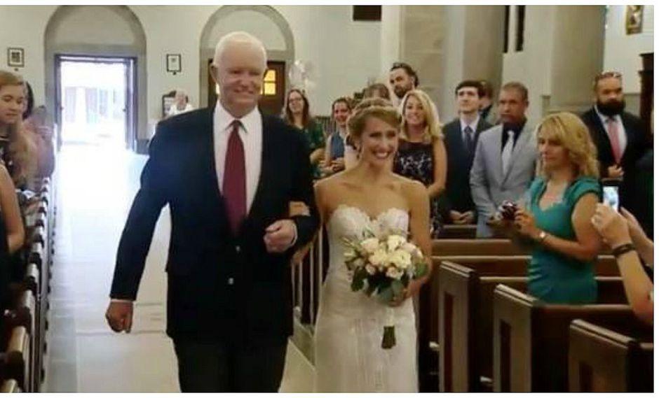 YouTube: Novia ingresa a iglesia del brazo del hombre que recibió corazón de su padre [VIDEO]