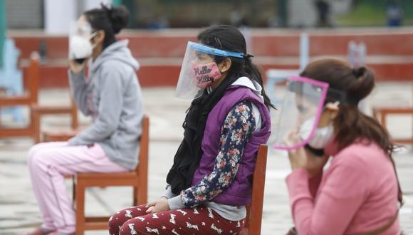 El uso de protectores faciales es obligatorio en el transporte público en el Perú. (Foto: Diana Marcelo/ @photo.gec)