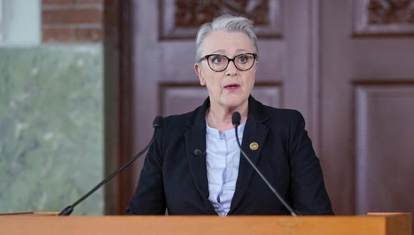 La presidente del Comité Noruego del Premio Nobel de la Paz, Berit Reiss-Andersen, anuncia al Programa Mundial de Alimentos como ganador del Premio Nobel de la Paz 2020. (Stian Lysberg Solum / NTB / AFP)