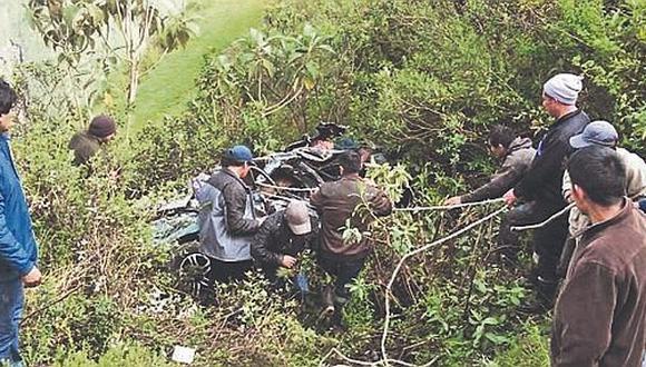 Semana Santa: Familia entera muere tras caer su auto al abismo