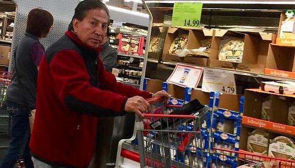 Alejandro Toledo y el producto que no pasó desapercibido mientras hacia compras (FOTO)