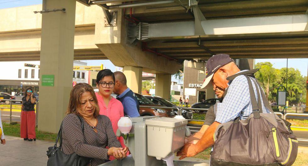 Vecinos y transeúntes pueden los puntos de lavado de manos instalados en San Borja. (Difusión)