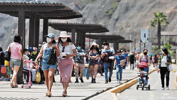 Recorrido por las playas de la Costa Verde, personas aprovechan la ausencia de autos para realizar actividades deportivas.