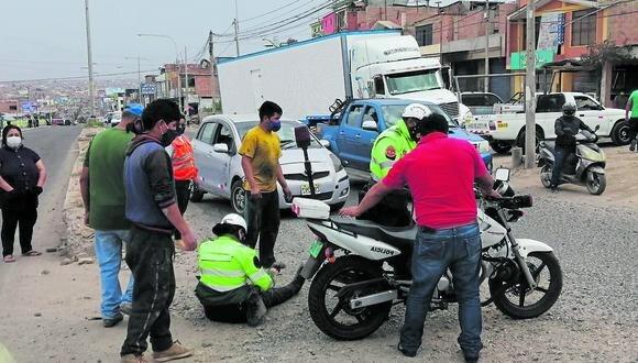 Tacna: los comerciantes de los alrededores brindaron los primeros auxilios a los agentes heridos. (Foto: GEC)
