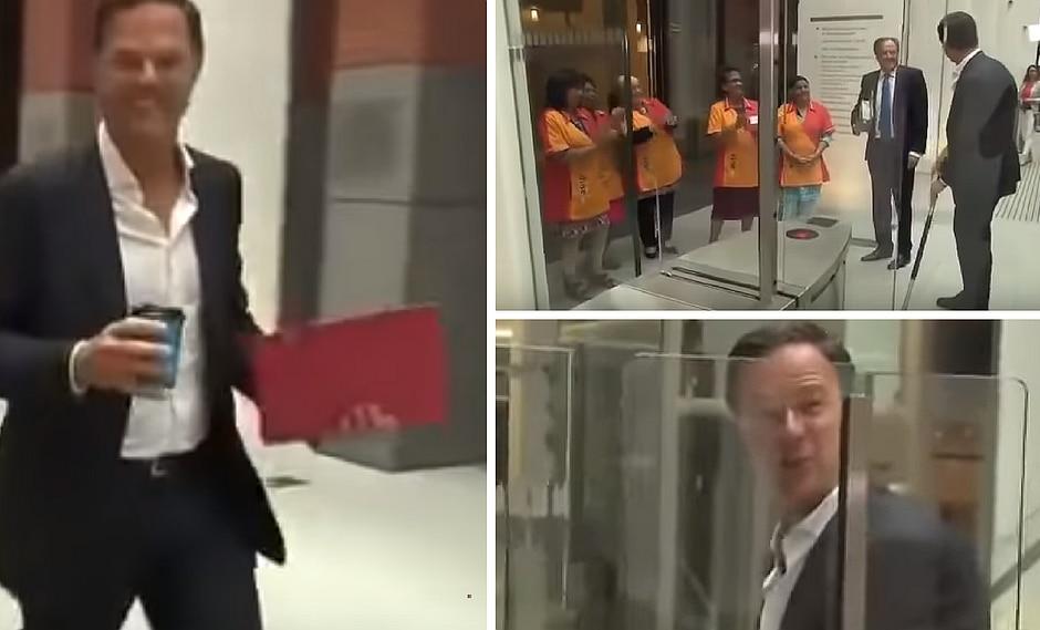 Primer ministro holandés derrama café y él mismo lo trapea