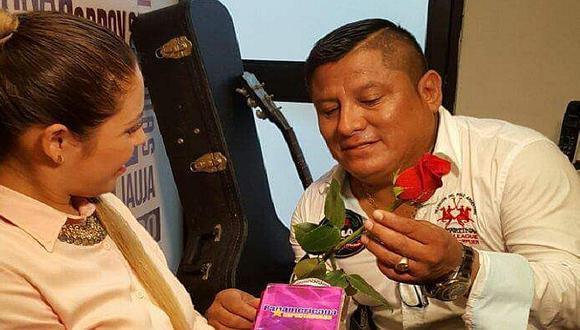Robert Muñoz de 'Clavito y su Chela' y Andrea Fonseca anuncian matrimonio