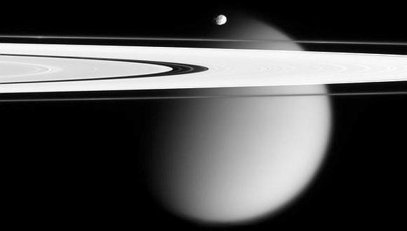 La sonda Cassini de la NASA se sumerge en los anillos de Saturno