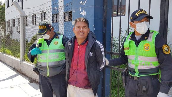 Arequipa: Comerciante golpea a su madre y cuando es detenido se ríe. (GEC)