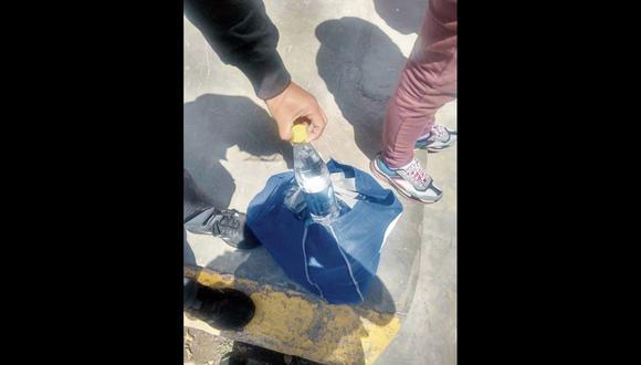 Junín las autoridades hallaron más de 30 botellas del insumo en poder de la detenidad. (Foto: Ayacucho)