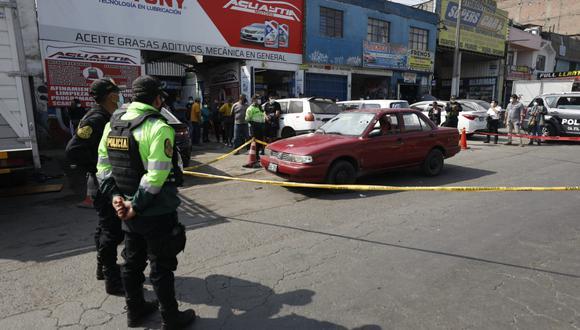 Johnny Octavio Mayta Rivas (51) fue atacado dentro de su auto que tenía el letrero de taxi. (Foto: Diana Marcelo/ @photo.gec)