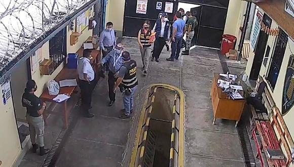 Junín:  un interno denunció ante la Fiscalía que ambos trabajadores le habían solicitado dinero para continuar trabajando en un economato. (Foto: Captura de video)