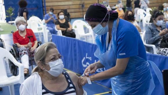 En las campañas de inmunización masiva, la inoculación en el brazo suele agilizar el proceso. (Foto: AFP)