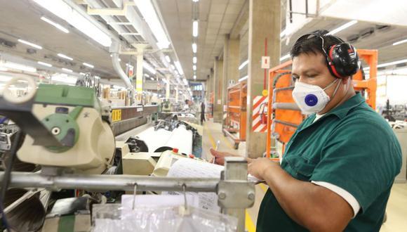Si las empresas no cumplen con contratar o mantener vigente el seguro de vida ley o, en caso, no le comuniquen de su contratación al Ministerio de Trabajo, serán multados. (Foto: Andina)